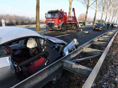 N206 gedeeltelijk afgesloten bij Zoeterwoude na zwaar ongeval