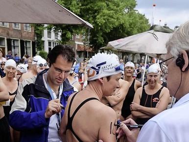 'Zwemmen voor inloophuis Medemblik'