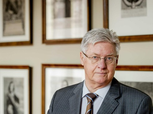 Burgemeester neemt afscheid van Zaanstad met boekje