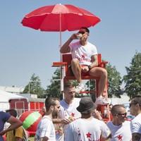 Lekker drinken tijdens de sportdag van de vorige editie van Feestweek Zwanenburg-Halfweg.