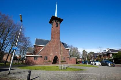 Parochianen Haarlemse Mariakerk lopen woedend weg van bijeenkomst over sluiten kerken