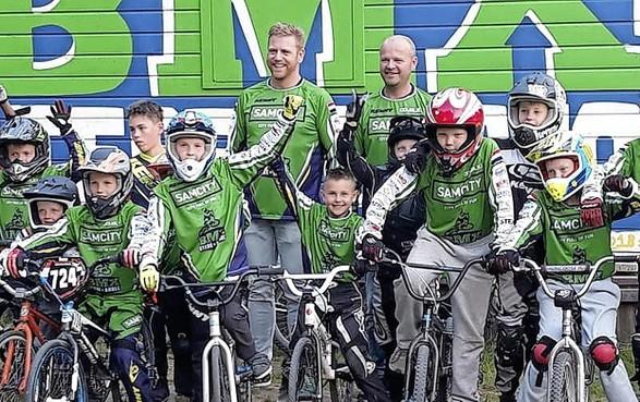 Gestolen fietsen BMX club Stede Broec teruggevonden in bosjes bij Nassaupark