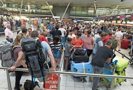 Nederlanders positief over luchtvaart, niet over groei