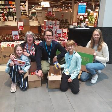 70 dozen vol voor arm Oost-Europa in IJmuidense supermarkt