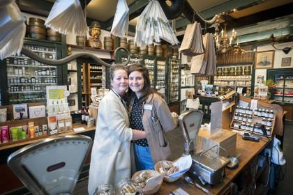 Drogisterij Van der Pigge in Haarlem: de winkel met de gaper slaapt nooit