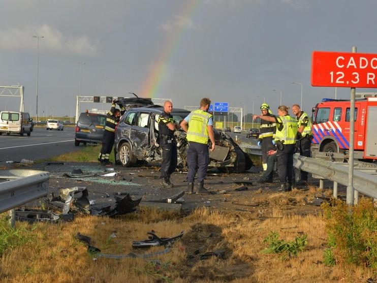 Auto slaat over de kop op A4 bij Nieuw-Vennep