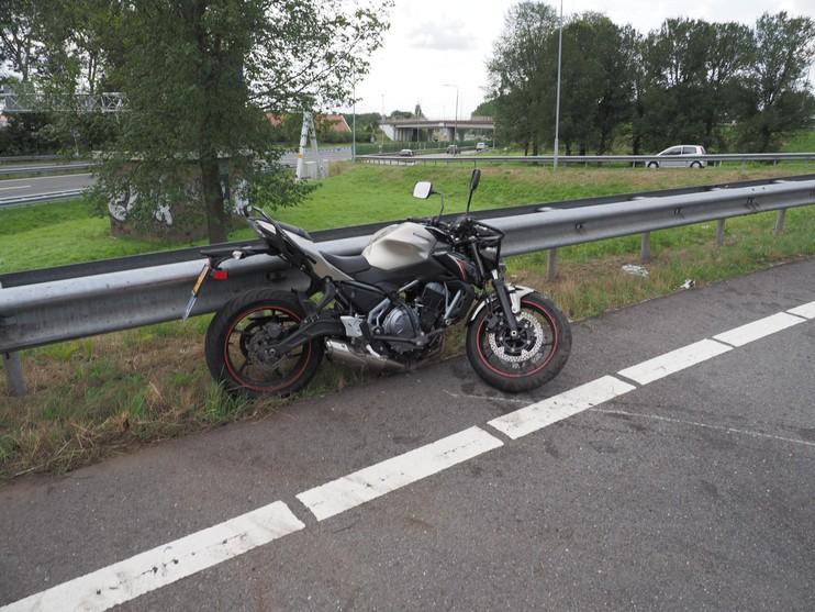 Leerling-motorrijdster gewond na val bij Velsertunnel