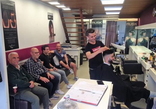 Schaar bleek houvast voor Koerdische kapper die na vele vluchtpogingen nu thuis is in Leiden