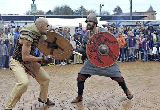 Vikingen veroveren Castricum