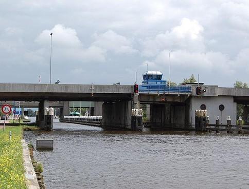 A44 in beide richtingen dicht door storing Kaagbrug [update]