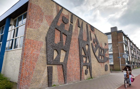 College Velsen wil weten of bevolking wil bijdragen aan het redden van kunstwerk Ylstra: behoud mozaïek Sportfiguren kost 50.000 euro