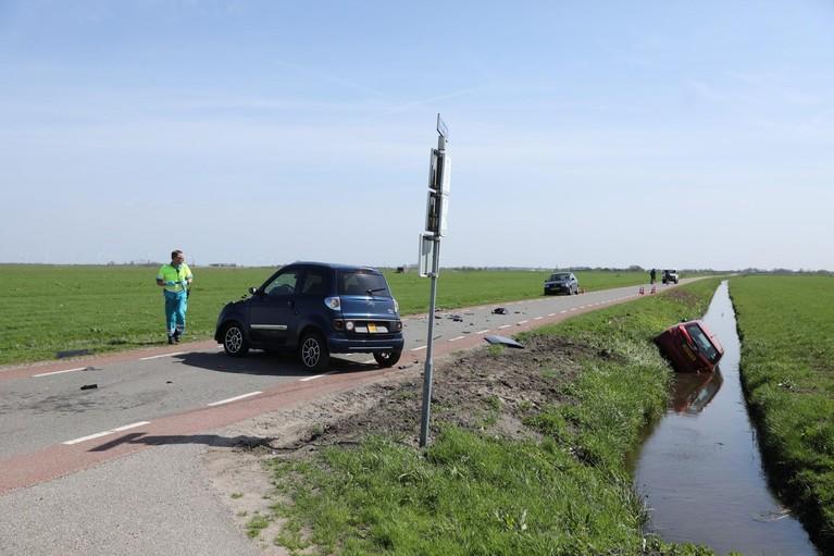 Gewonde bij botsing in Eemnes, auto belandt in sloot