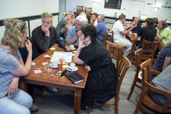 Drukke startavond over stofmelders in Wijk aan Zee: 'Ik wil weten hoe gevaarlijk de stoffen zijn'