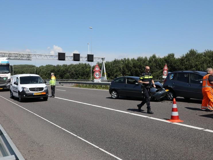 Ongeluk met meerdere auto's op A9 bij Velserbroek, vertraging voorbij