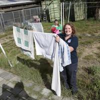 """Beheerster Rianne Steenbeek: """"Als iemand onze droger gratis zou willen repareren, zou dat helemaal top zijn."""""""