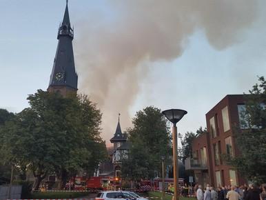 Grote brand legt Amstelveense kerk grotendeels in de as [update]