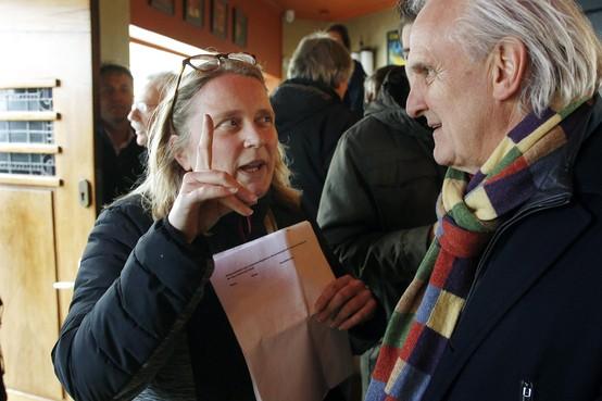 Handtekeningen voor een veilige oversteek Kamerlingh Onnesweg Hilversum