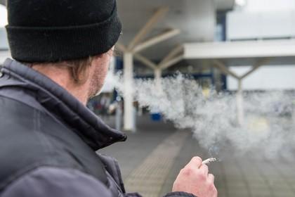 Een peuk opsteken in of bij het Helderse ziekenhuis? Vergeet het maar! Zelfs geen e-sigaret