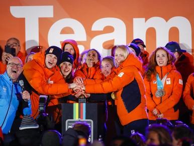 Olympiërs gehuldigd in Amsterdam [video]