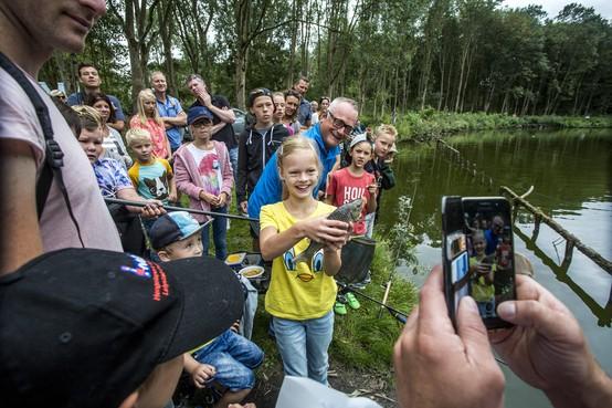 Visfestijn Spaarnwoude: Steeds meer meisjes achter hengel