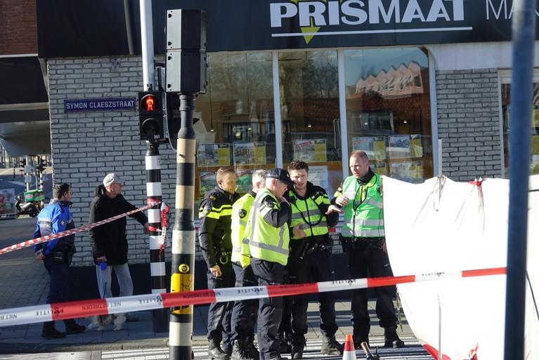 Fietsster (77) overleden na aanrijding met vuilniswagen op Zaanse kruising [update]