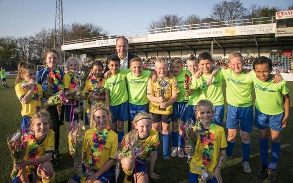Tactiek bij Velsens schoolvoetbaltoernooi: 'Overspelen en knallen op goal'
