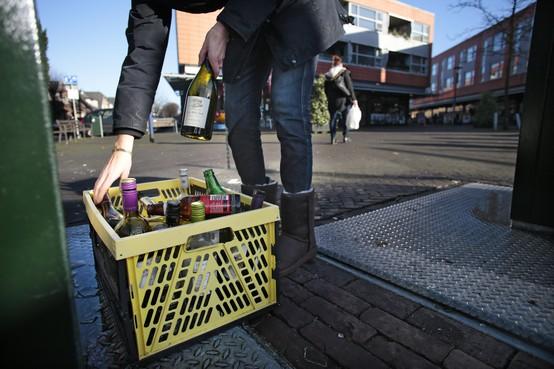 Afval scheiden in Haarlem lastiger dan het lijkt: glazen horen niet in glasbak [video]