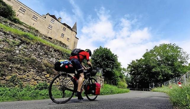 Fotograaf Wim Egas fietst de zwaarste fietskoers die er is: Al fietsend rollen de tranen over de wangen