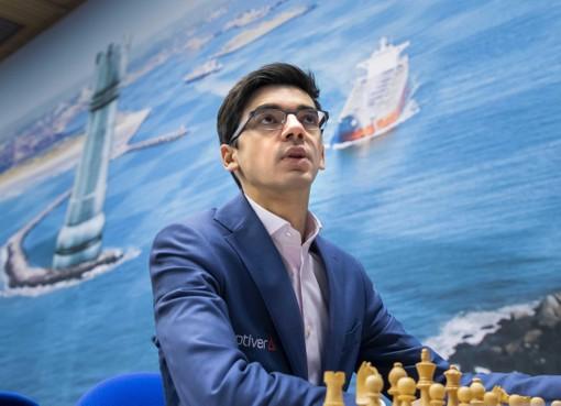 Schaker Giri speelt remise in derde partij Tata Chess