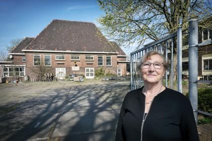Lenie Hagen maakt reis door de tijd in Velsen-Noord via Da Costaschool van haar opa