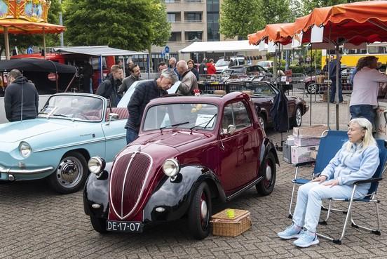 Oldtimers helpen Stichting Hidde met geld voor huisje in Friesland
