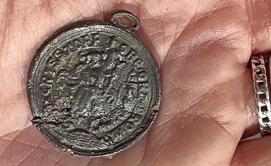Gaaf pelgrimsinsigne van de Keins uit zestiende eeuw duikt op in Schagen