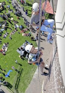 Festivalseizoen kent een zonnige start; West-Friesland loopt massaal uit voor zomers vertier [video]