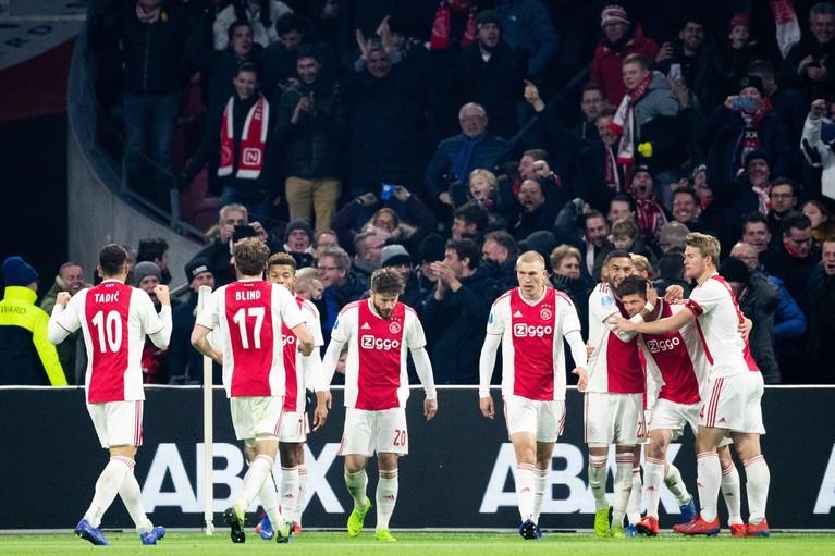 Ajax blijft tweede na 4-4 tegen Heerenveen [video]