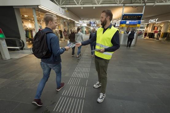 Bij spoorwerkzaamheden menselijk contact: 'NS stuurt je wel heel snel naar internet'