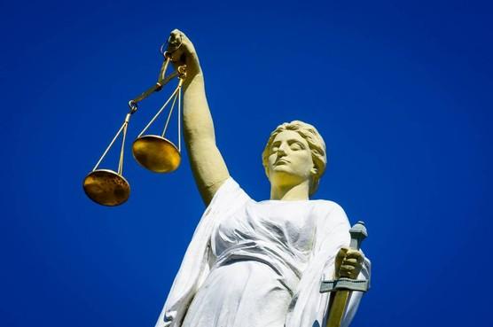 Proces vergismoord vertraagd, verdachten vast