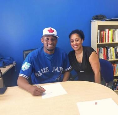 HCAW-pitcher Jiorgeny Casimiri tekent contract bij Toronto Blue Jays: 'Ik moet er keihard voor gaan vechten'