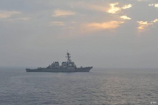 Marineschip VS haalt drone neer in Golf