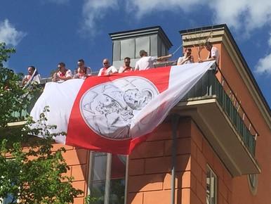 Supporters bouwen feestje op Ajaxstraat [foto-impressie]