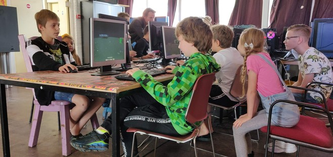 Kinderen leven zich creatief uit tijdens Minecraftcompetitie in buurthuis Beverwijk
