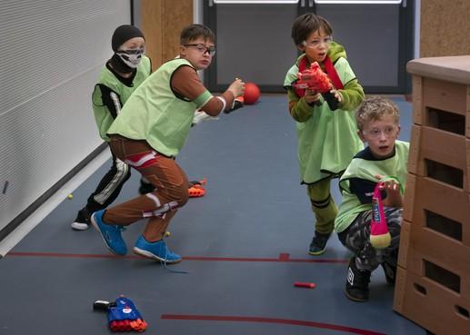 Tweehonderd kinderen los op Sportnite in Sporthal Zeewijk in IJmuiden