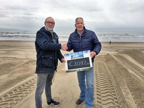Drieduizend euro opgehaald tijdens nieuwjaarsduik Zandvoort voor Vaarwens