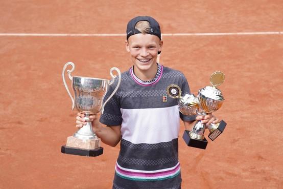 Soests talent Abel Forger verovert in Hilversum nationale tennistitel voor jongens tot en met 14 jaar
