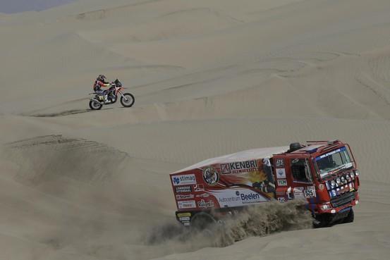 Noordwijker De Groot leeft in Dakar Rally de droom van elke trucker [video]