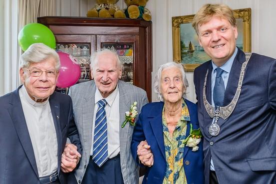 65 jaar getrouwd en nog altijd tortelduifjes