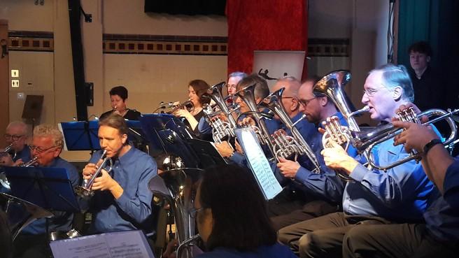 Van serieus tot feestelijke dans met Brassband Eensgezindheid Wormer en Louis Swing Orchestra