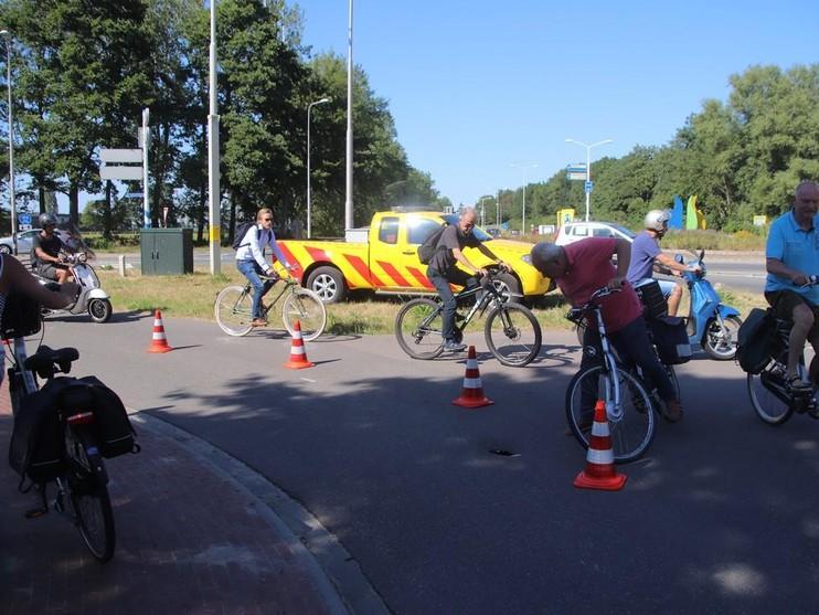 Kleine sinkhole ontstaan bij fietspad in Lisse