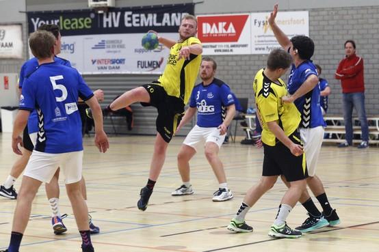 Handbal: HV Eemland grijpt de koppositie