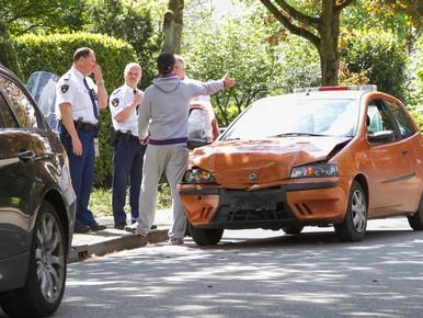 Vrouw gewond bij kop-staartbotsing in Baarn