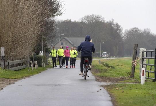 Hardlopers geschokt door steekincident in Egmond-Binnen: 'In groepjes op pad tot dader is gepakt'
